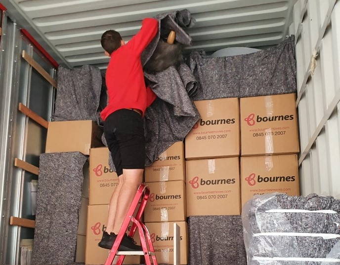 Loading Removal Boxes for move to the Netherlands