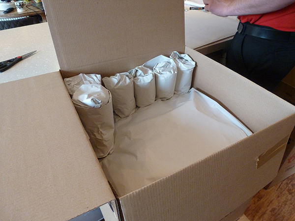 a medium carton is the best size packing box for china and glass